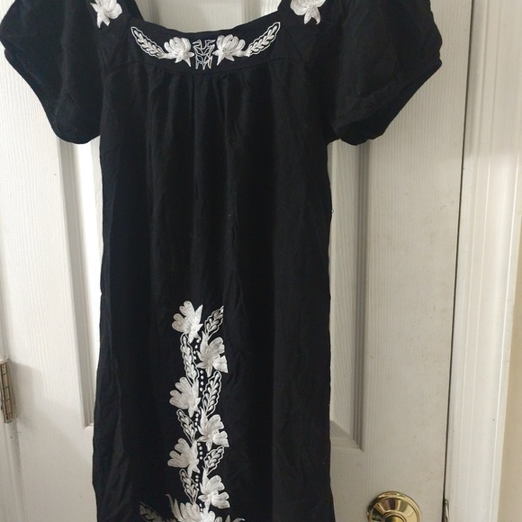 Dresses & Skirts - Black with white accent dress
